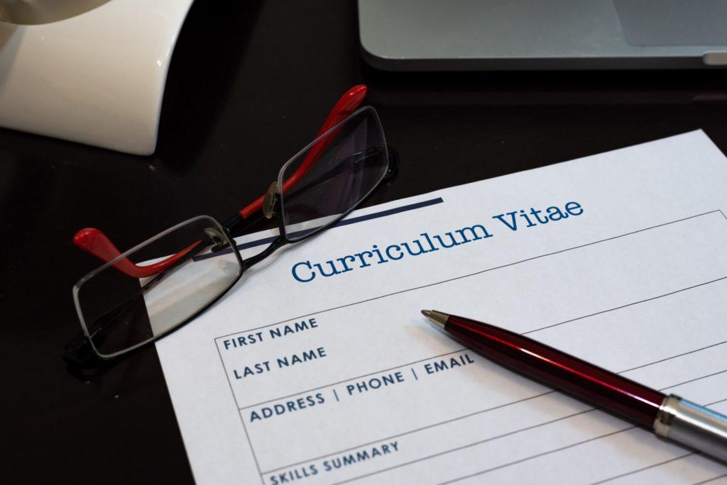 Rédigez un CV mannequin convaincant avec l'aide de ce guide !